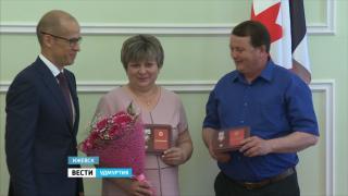 В Ижевске многодетные семьи наградили знаком отличия «Родительская слава»