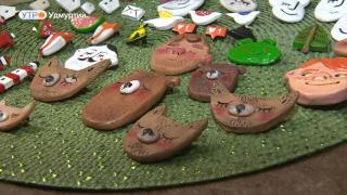 Ижевская студентка начала делать из пластичной глины значки