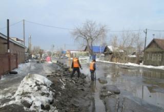 В Ленинском районе Ижевска работают спасатели и коммунальщики
