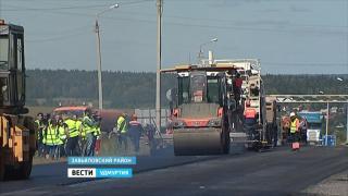 В Удмуртии строители показали автомобилистам, как нужно класть асфальт